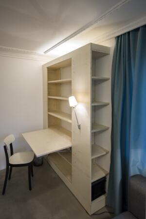 Multifunktionsmöbel Schrank und Tisch klappbar